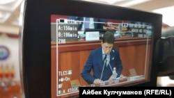 Сапар Ісаков виступає в парламенті під час затвердження, Бішкек, 25 серпня 2017 року
