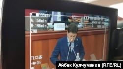 Сапар Исаков представляет свою программу в парламенте. Бишкек, 25 августа 2017 года.