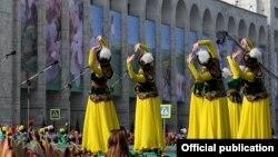 Празднование Нооруза в Бишкеке в 2017 году.