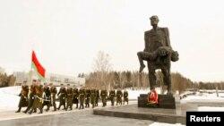 Belarusiyada İkinci Dünya Müharibəsində öldürülümüş şəxslərə qoyulmuş abidə.