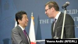 شینزو آبه صدراعظم جاپان و الکساندر ووچیچ رئیس جمهور صربستان