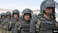 افغانستان در تلاش است تا با تجهیز نیروهای امنیتی خود، کنترل اوضاع را در سراسر کشور به دست گیرد.