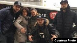 Учасники групи «Hip-Hop Qirim» зі співачкою Ельзарою Баталовою (друга ліворуч), ілюстративне фото
