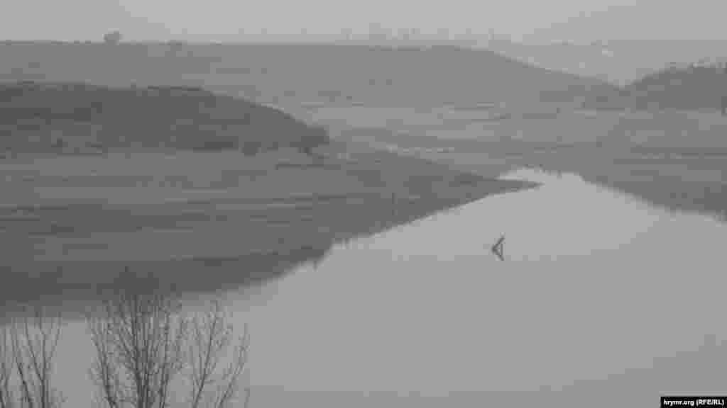 Осенью 2015 начало мелеть Белогорское водохранилище. Местные жители сообщали, чтоуровень воды в водохранилище впервые за многие годы опустился намного ниже основания плотины, а вблизи водоема уже появился стойкий запах разлагающихся пресноводных моллюсков, оказавшихся на суше
