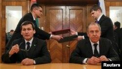 Orsýetiň we Türkmenistanyň daşary işler ministrleri Sergeý Lawrow (s) we Reşit Meredow (ç), Moskwa, 21-nji fewral, 2017.