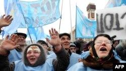 Активисты Партии регионов на митинге в поддержку Виктора Януковича