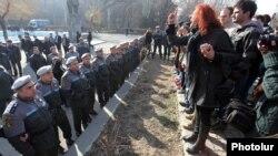 Ուսանողների ցույցը Երեւանի պետհամալսարանի մոտ, 27-ը փետրվարի, 2013թ.