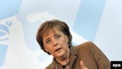 От очередной поездки бундесканцлера в Россию многого ждут не только в Германии
