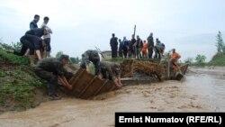 Наводнение в селе Курманджан-Датка, Кара-Суйский район, 26 апреля 2012 года.