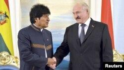 Президент Белоруссии Александр Лукашенко также входит в число друзей Эво Моралеса. Минск, 4 сентября 2013 года