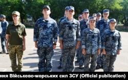 Старший лейтенант Ольга Джемалядінова (ліворуч)