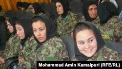 Ushtaraket afgane gjatë ceremonisë së diplomimit...