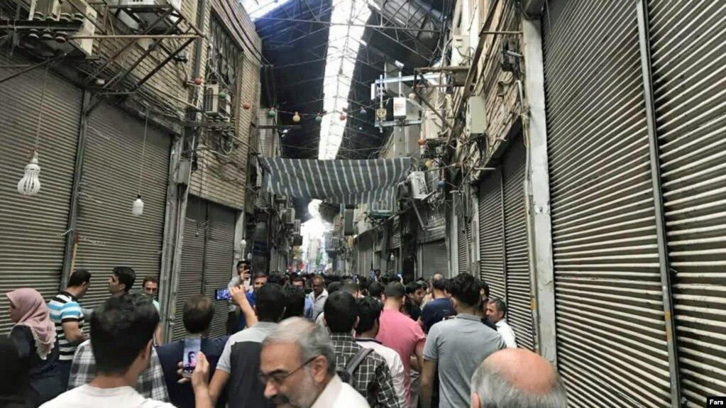 تجمع اعتراضی کسبه بازار تهران