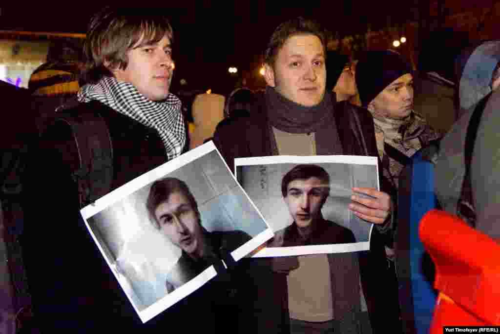 На плакатах Ярослав Никитенко - эколог арестованный на 10 суток за присутствие на предыдущей акции в поддержку Сергея Удальцова
