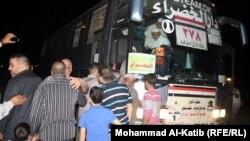 حافلة تقل حجاج نينوى تصل الى ساحة في الموصل