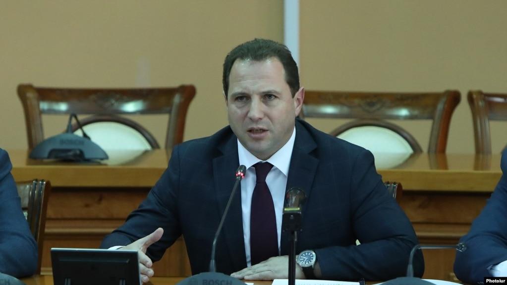 Делегация во главе с министром обороны Армении отбыла в Москву
