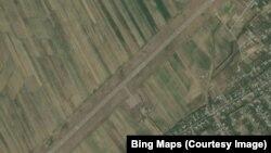 Кербен аэропортунун спутниктен көрүнүшү, Аксы району, Жалал-Абад областы.