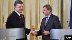 Петро Порошенко і Йоганнес Ган, Київ, 19 лютого 2015 року