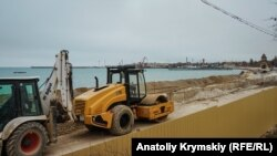 Реконструкция набережной в Евпатории, архивное фото