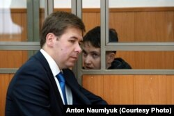 Надежда Савченко и один из ее адвокатов Илья Новиков