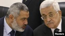 اسماعیل هنیه، چپ، نخست وزیر حماس در غزه و محمود عباس، راست، رییس جمهوری تشکیلات خودگردان فلسطینی