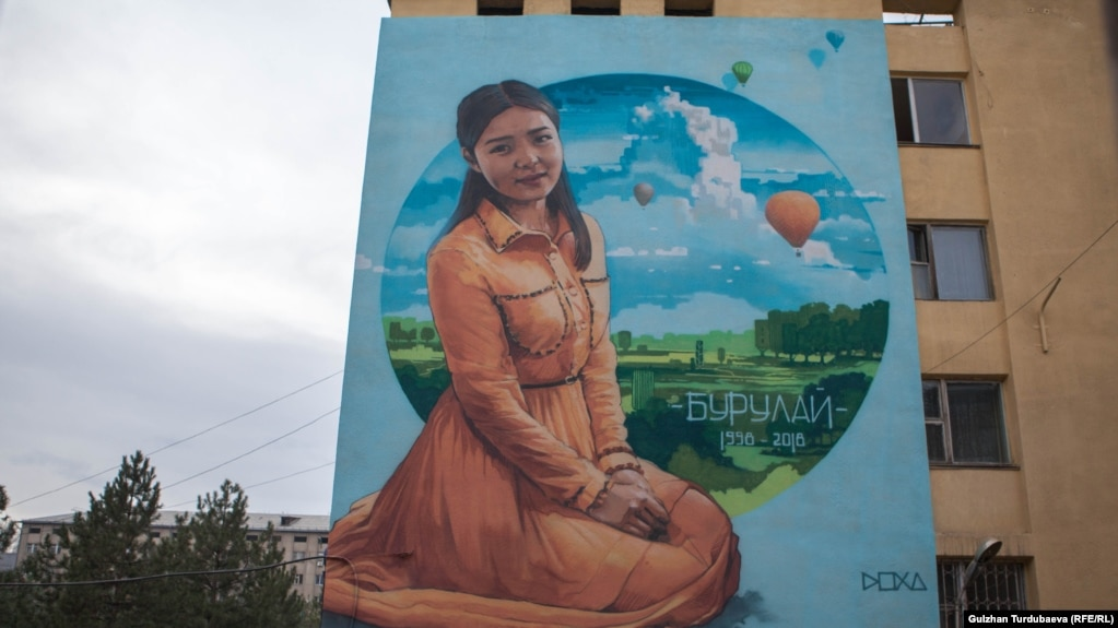 Дар Бишкек ба хотири қурбониёни хушунат тазоҳурот мекунанд