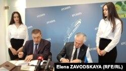 Скрепив соглашение подписями, Вахтанг Пипия и Рашид Исмаилов ответили на вопросы журналистов