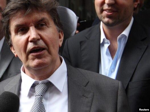Ejup Ganić se obraća novinarima nakon izlaska iz suda 27. jula 2010. godine