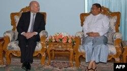 Уильям Хейг на переговорах в Мьянме