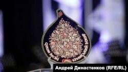 Керамічна статуетка літературного конкурсу «Кримський інжир». Київ, 13 грудня 2019 року