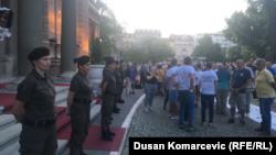 Pripadnice jedinice Kobre su obezbeđivale zgradu Predsedništva Srbije