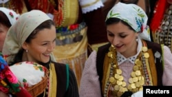 Македония: женщины в традиционных национальных костюмах