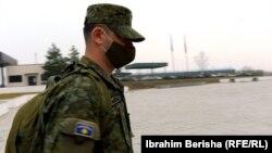 Dedë Hiseni, oficer i FSK-së.
