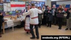 """Беларусы танчаць """"Ойру"""""""
