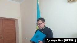 Судья Енбекшинского районного суда Ергали Мауленов оглашает решение. Шымкент, 8 августа 2018 года.