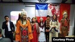 Показ моды «Кереметтуу Жерим» - коллекция кыргызских национальных костюмов в современном стиле от модельера Элиты Султаналиевой с участием кыргызских, казахских, французских и японских моделей.