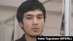 Узбекский беженец-мусульманин Файзуллахон Акбаров на экстрадиционном суде. Алматы, 16 марта 2011 года.