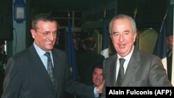 Former French Prime Minister Edouard Balladur (right) and former Defense Minister Francois Leotard in Paris in 1998.
