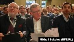 Участники Общероссийского гражданского форума: Михаил Федотов (слева направо), Алексей Кудрин и Михал Абызов. Москва, 19 ноября 2016 года.