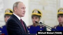 Владимир Путин во время церемонии вручения государственных наград в Кремле, 12 июня 2019 г.