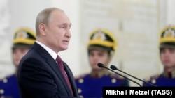 Владимир Путин во время церемонии вручения государственных наград в Кремле, 12 июня 2019 года