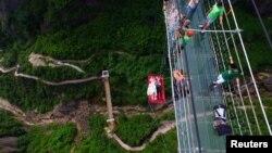Stakleni most postao velika turistička atrakcija