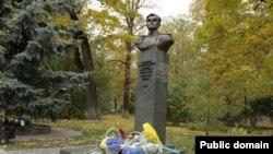 Киев, Парк Славы, памятник Амет-Хану Султану
