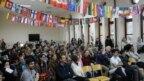 Koledž pohađaju učenici iz 80 zemalja