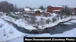 Незамерзающий ручей рядом с аэропортом Шереметьево