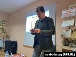 Андрэй Хадановіч на прэзэнтацыі кнігі Ю. Таўбіна ў Магілёве. 26 верасьня 2017 году
