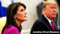 Ish-ambasadorja e SHBA-së në Kombet e Bashkuara, Nikki Haley dhe presidenti amerikan, Donald Trump.