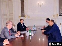 Azərbaycan - prezident İlham Əliyev həmsədrləri, o cümlədən cənab Bradtkeni qəbul edir, 3 iyul 2010