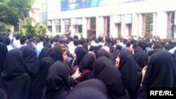 صحنه ای از اعتراضات دانشجویی در دانشگاه امیر کبیر تهران