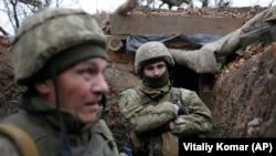 Ushtarë të Ukrainës në rajonin Donjeck.